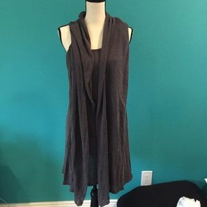 Miilla thin hooded sweater in size large